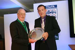 IoG president Alex Millar with winner Ewan Hunter - Photo: HW