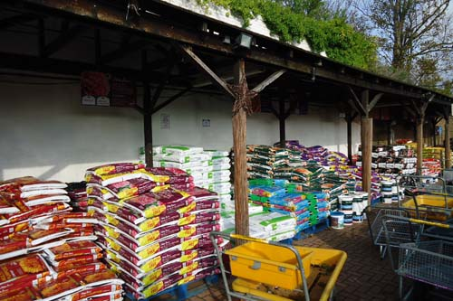 Garden Centre sales show that customers still favour peat-based products for their consistency - image: HW