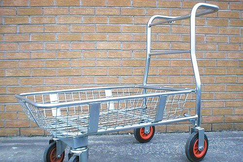 Four-wheeled trolley with folding basket. Image: HW
