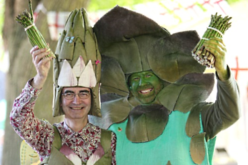 St George and Gus the Asparagus bearing Vale of Evesham spears - image: Wychavon District Council