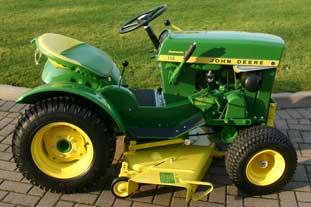 John Deere 110 RLE lawn tractor - photo: John Deere