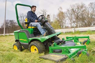 John Deere's QuickAdjust cutting cylinders work with a patented SpeedLink system - image: John Deere