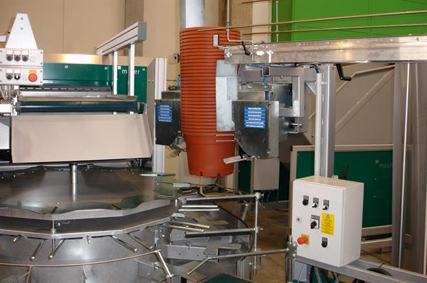 Mayer 2800: largest machine in the range handles pots from 10cm to 40cm in diameter - image: Mechanical Botanical