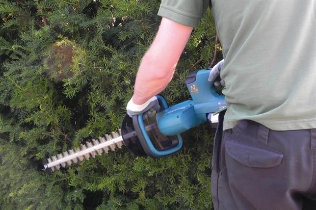 Makita DUH551Z Twin 18V LXT cordless hedgetrimmer - image: HW