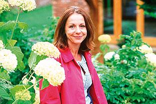 Jo Thompson, garden designer, English Garden Design - image: Jo Thompson