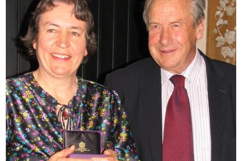 Dr Angela Berrie receives the award from EKFS president Simon Brice - image:EMR