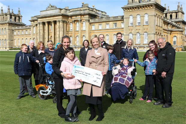 Sarah Morris hands over £1,000 to a Springfield School pupil. Image: Blenheim Palace