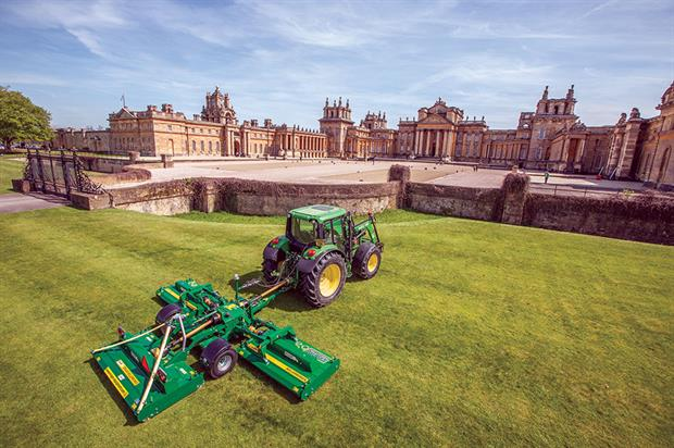 Blenheim Palace: Major Tri-Deck TDR200000 chosen for mowing prestigious estate - image: Major Equipment