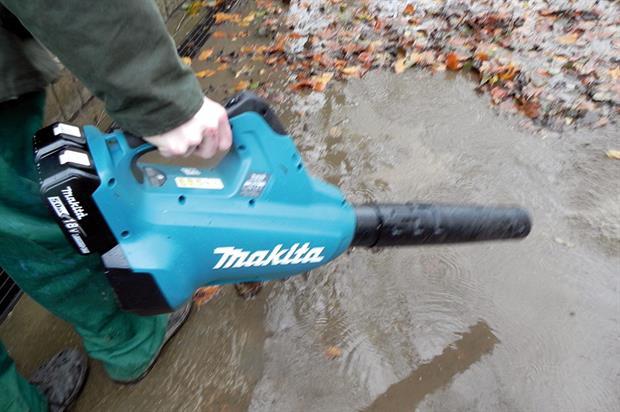 Makita DUB362Z twin 18V blower - image: HW