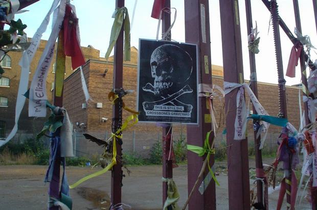 Volunteers have memorialised the Crossbones Graveyard gates. Image: Flickr/Crowbot