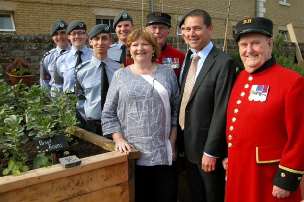 Phil Jones with Chelsea Pensioners, CEO of Gardening Leave Heather Budge-Reid and cadets at the ISS-built garden for veterans