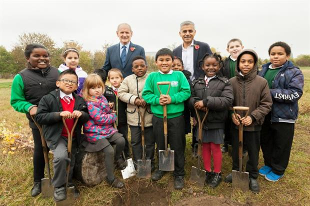 Chris Robbins (left back) and Sadiq Khan with pupils from St Josephs RC Infants School and Willow Brook Primary School Academy