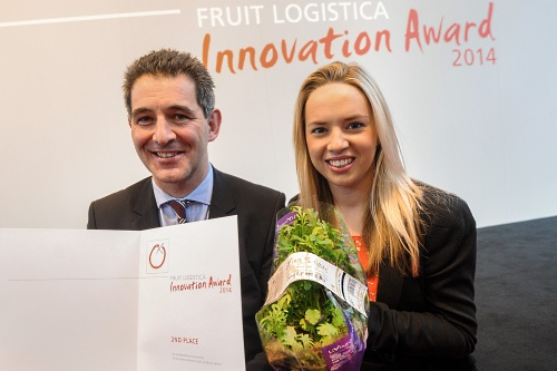 Living Salads representatives with the award and the Oriental Mixed Living Salad - image:Fruit Logisitica