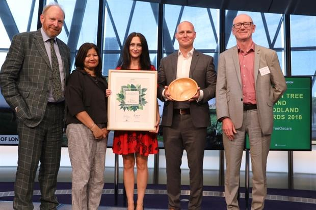 Ella and Max Wilkinson (centre) collect the award. Image: Forestry Commission/Mayor of London