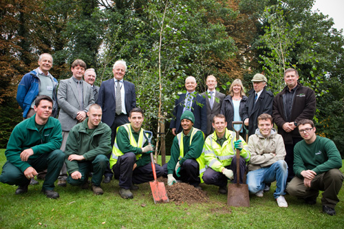 Duncan Wilson (centre left) and Mike Fitt (centre right) with Friends, staff and apprentices: Image HW