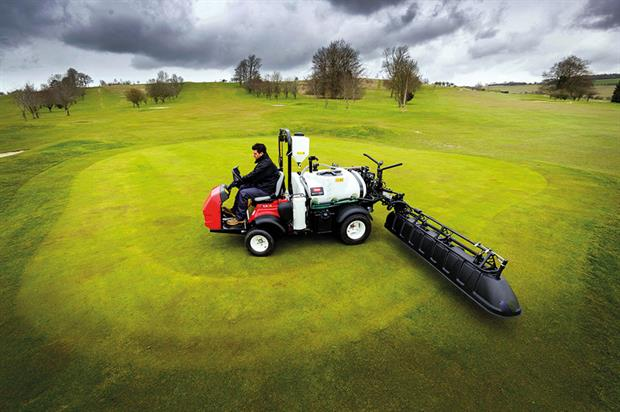 Ogbourne Downs Golf Club: Multi Pro 1750-D selected by manager Simon Plummer - image: Toro