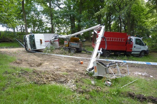 The overturned cherry-picker - image:HSE