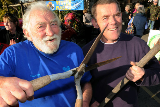 David Bellamy (Conservation Foundation) and Chris Evans of Dundry Nurseries