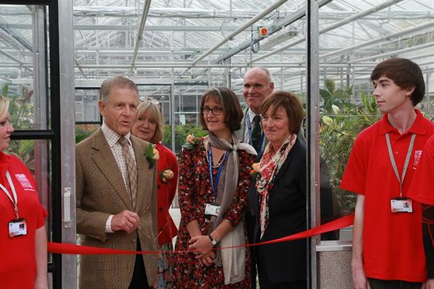 L-R: Edward Fox, Joanna David, Head of Horticulture Joanna Jeffery, head Gardener Nigel Hewish, Principal Clare Davison, with Horticulture students either side.