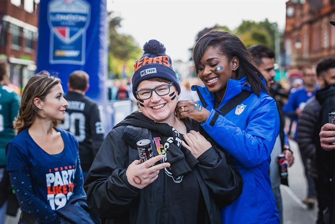 NFL hosts pre-game tailgate parties to attract UK fans