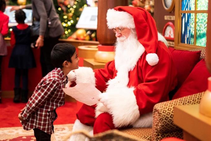 Carter's brings kids holiday cheer with virtual Santa Cameos
