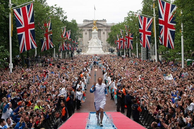 Sir Steve Redgrave carrying the Olympic torch