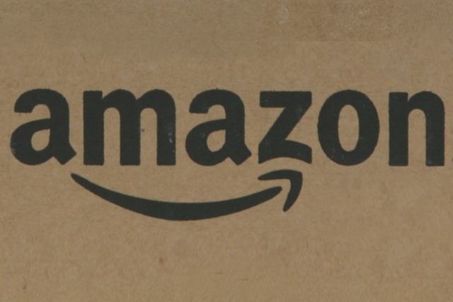 Amazon: readies 'click and collect' UK launch