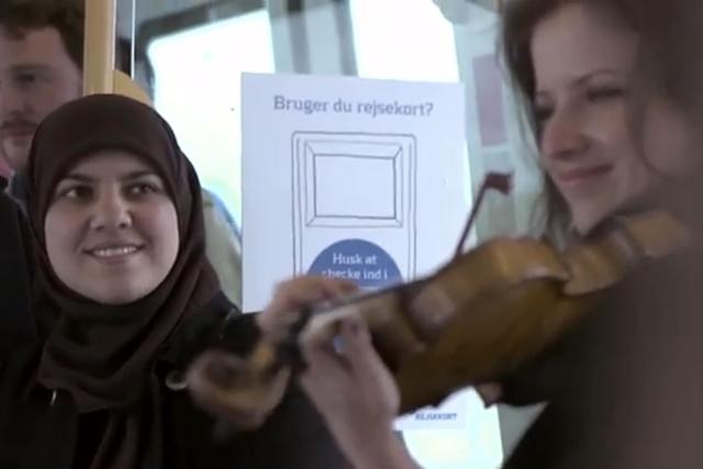 Copenhagen Metro flashmob: tops the viral chart