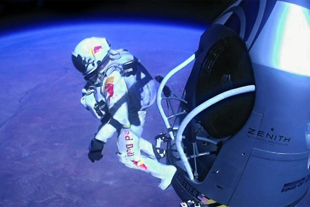 Red Bull Stratos: Felix Baumgartner skydives from the edge of space