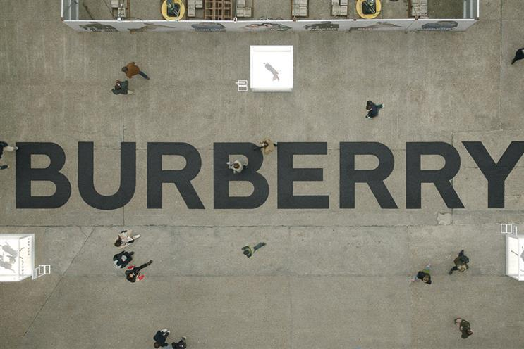 Burberry: visitors can see porcelain fawns in display cases