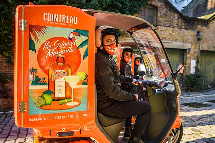 Cointreau: bartenders will arrive on branded bikes