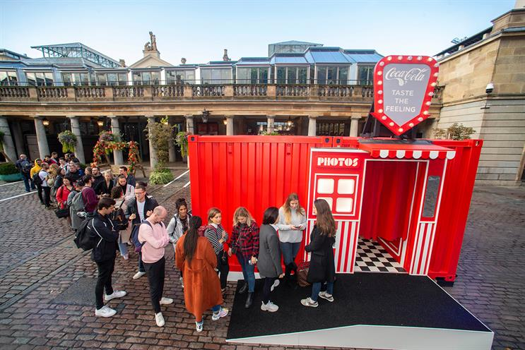 Coca-Cola: photo booth with a surprise