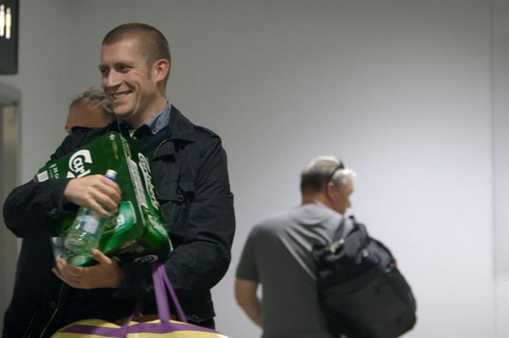 Carlsberg gifted free crates to weary travellers