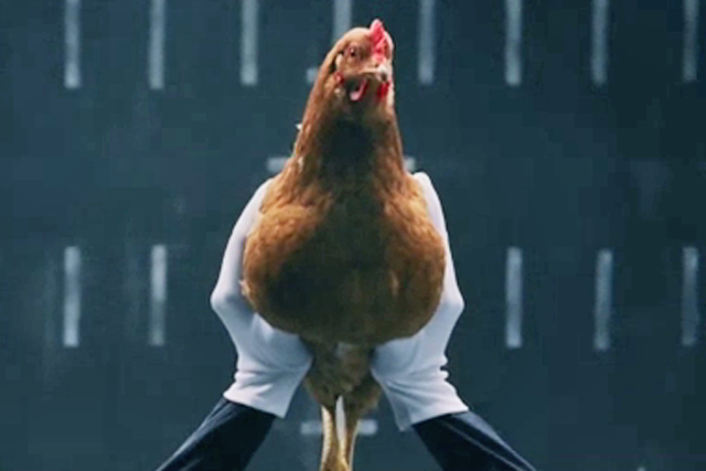 Mercedes: chicken ad enters chart