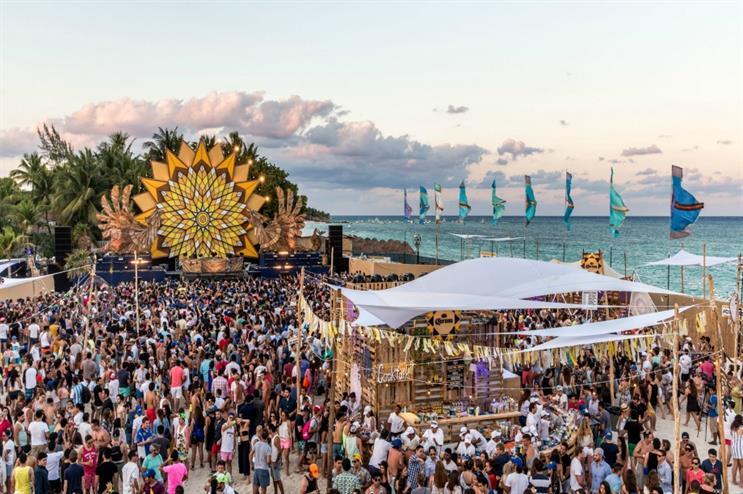 Corona: bringing beach festival to the UK