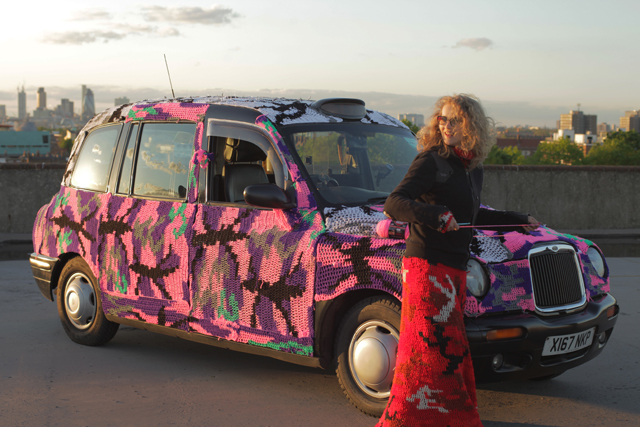 Samsung: partnership with guerilla artist Olek