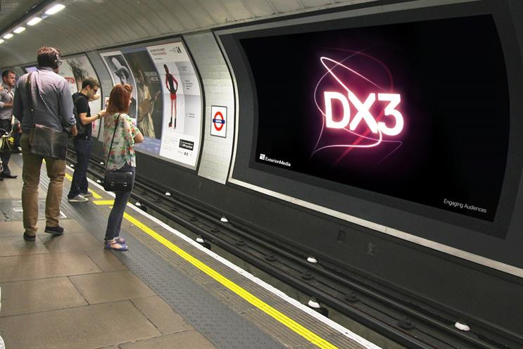 London Underground: Two DX3 screens per platform are to be placed across 15 stations