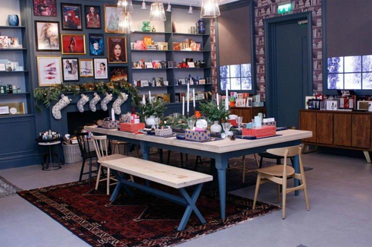 Estee Lauder: pop-up with gifts and Christmas-themed workshops