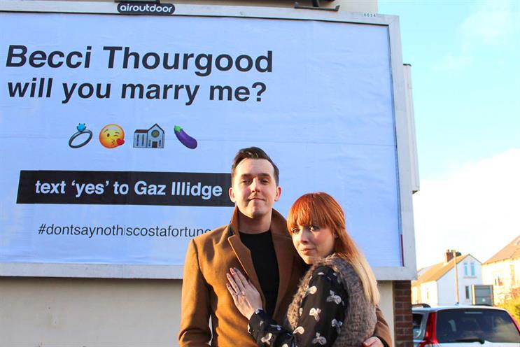 Man rents billboard to propose to girlfriend