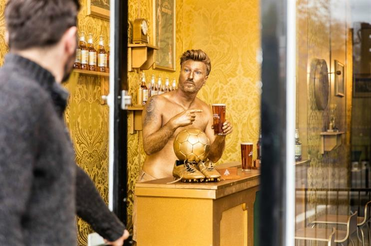 Robbie Savage will be sporting a golden tan as he serves customers tonight (27 April)
