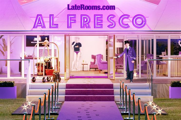 LateRooms.com: purple carpet and butler for luxury experience