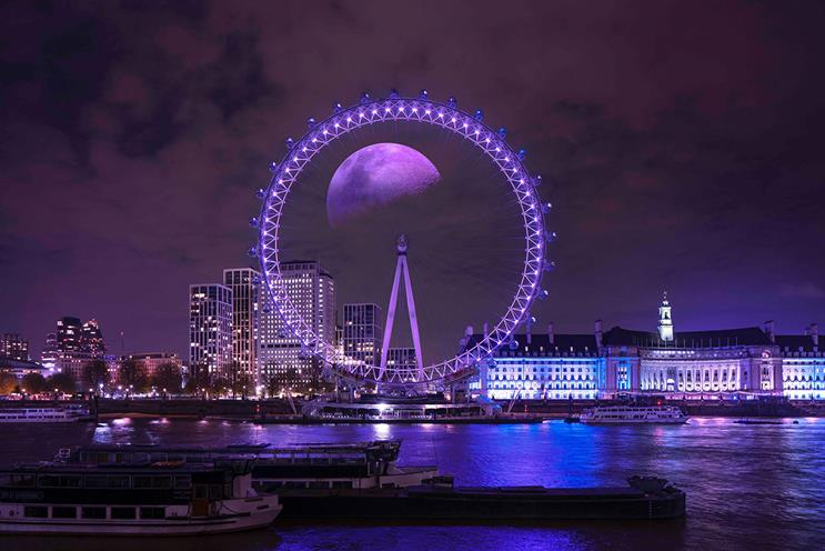 Taco Bell: 'Taco Moon' projection on the lastminute.com London Eye