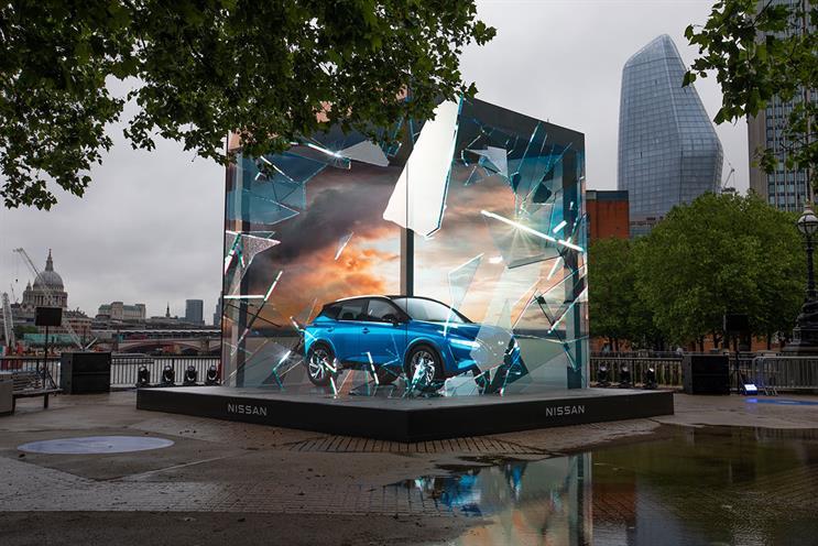 Nissan: car appears through a storm
