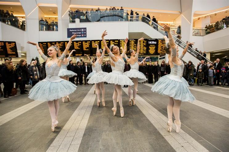 Pandora: entertaining crowds with ballet and choir