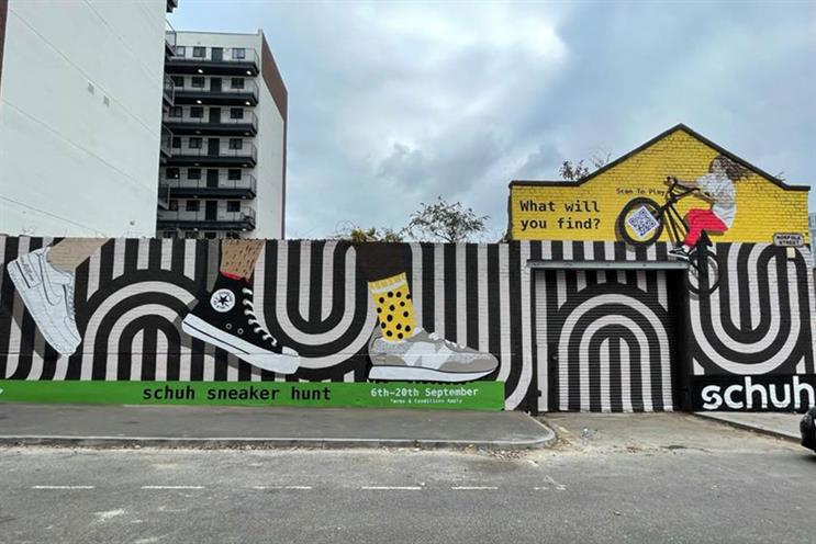 Schuh: OOH mural in Liverpool to promote the 'Schuh sneaker hunt'
