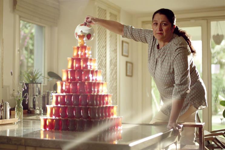'Mother's Day: the tea urn': Vestel and Blab