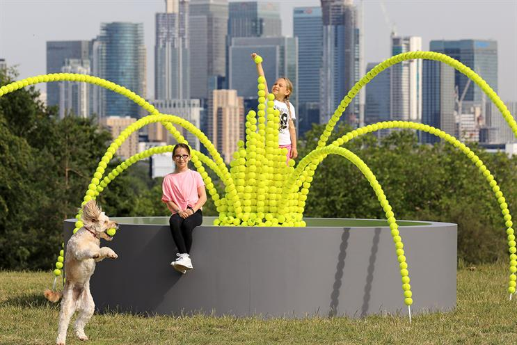 WaterAid: tennis-themed stunt