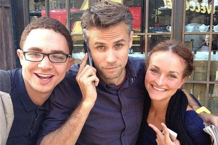 Celeb spot: Richard Bacon gets close attention from Fetch staff