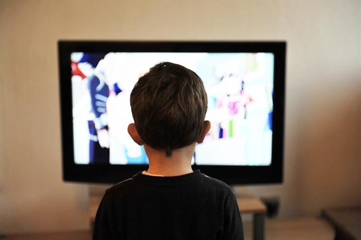 Commercial TV and internet use linked to childhood obesity, study finds