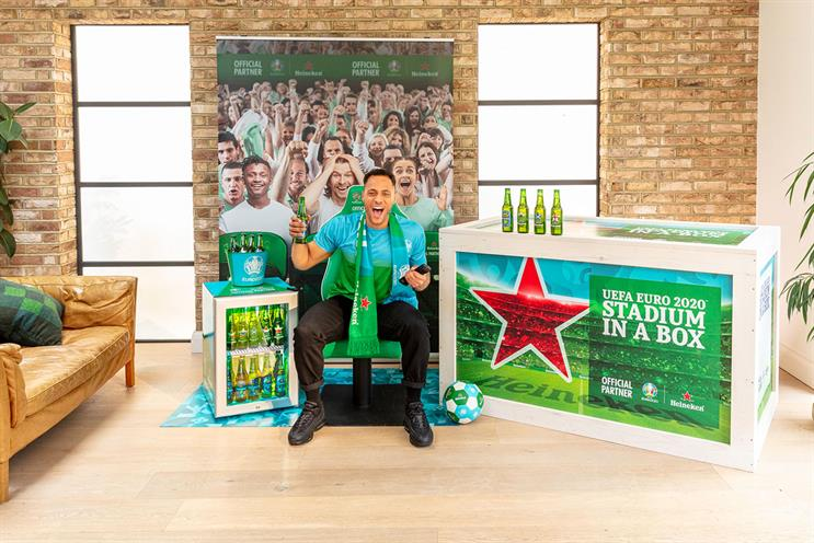 Heineken: a team will visit to install the at-home experience